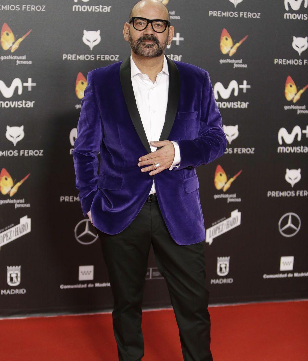 José Corbacho, con americana púrpura, uno de los colores de la temporada