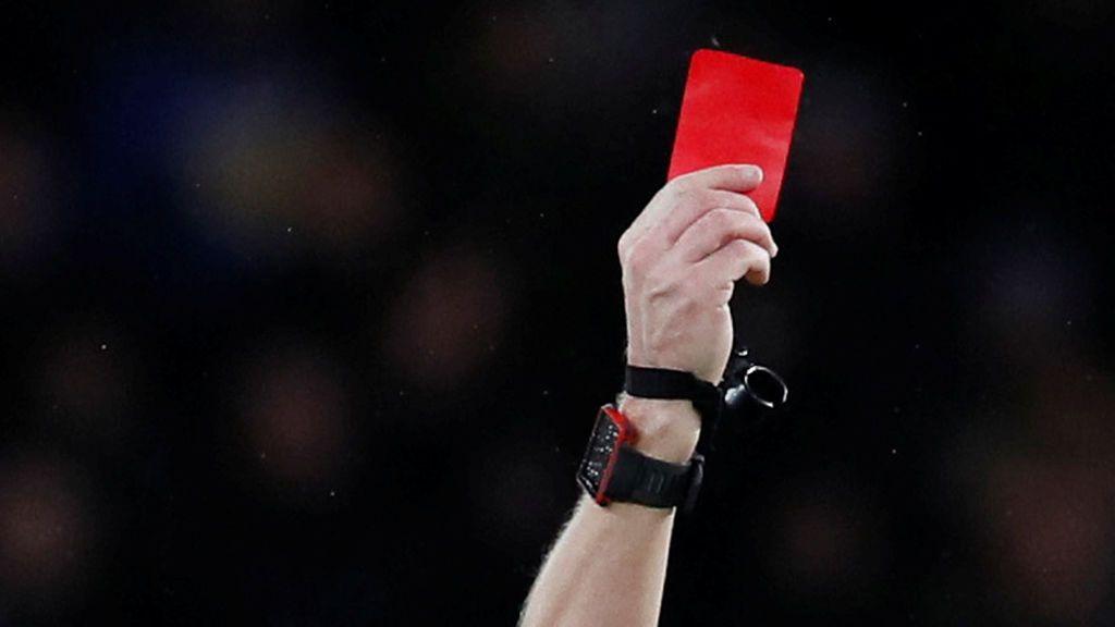 """""""Negro de mierda"""" y """"a esa zorra me la llevo a casa"""", los insultos infames al árbitro y la linier de un partido en Asturias"""