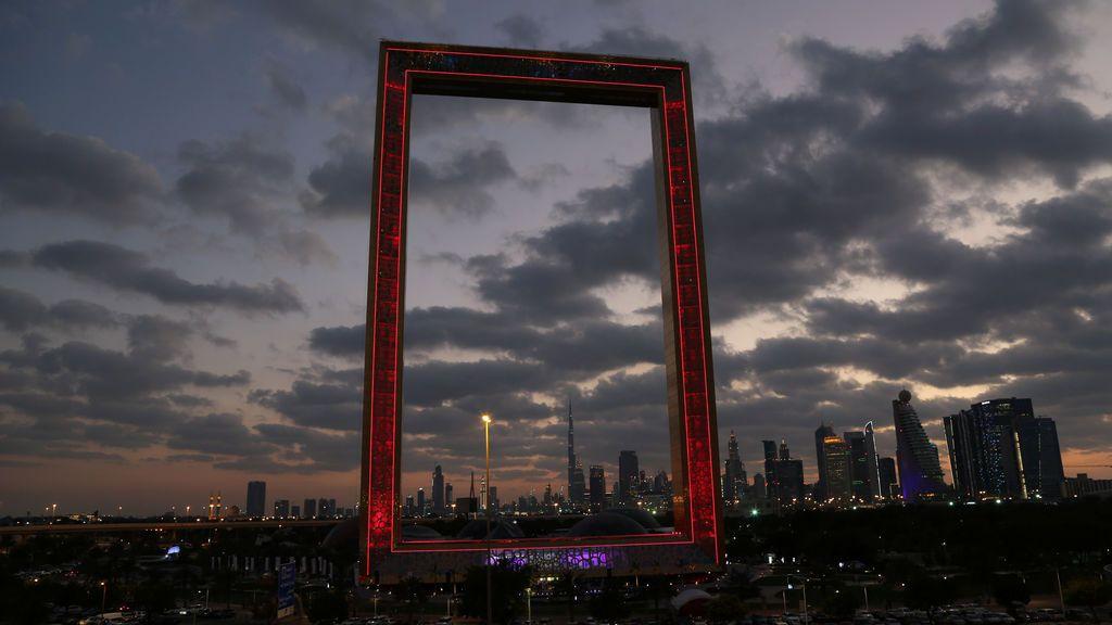Una vista muestra el marco de Dubai, una nueva atracción turística, en Dubai, Emiratos Árabes Unidos