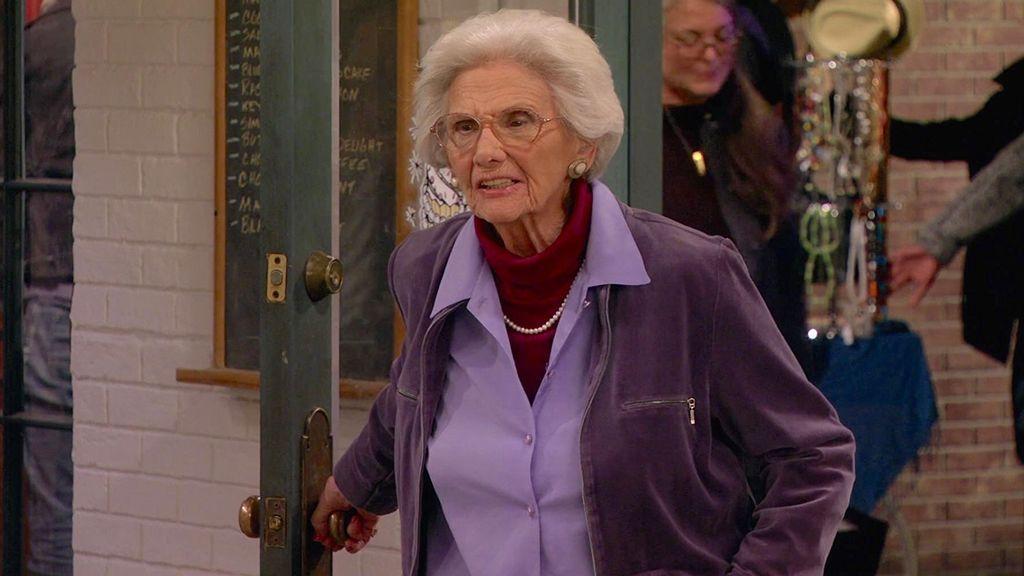 La actriz Connie Sawyer, en la serie 'Dos chicas sin blanca'.