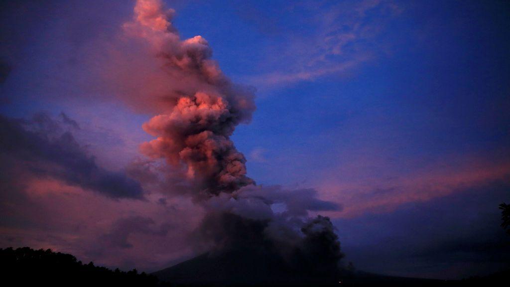 El volcán Mayon después de una nueva erupción en Camalig, en la provincia de Albay, en el sur de Manila, Filipinas.