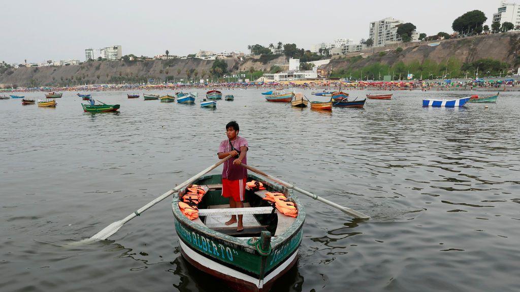 Un pescador en Lima, Perú
