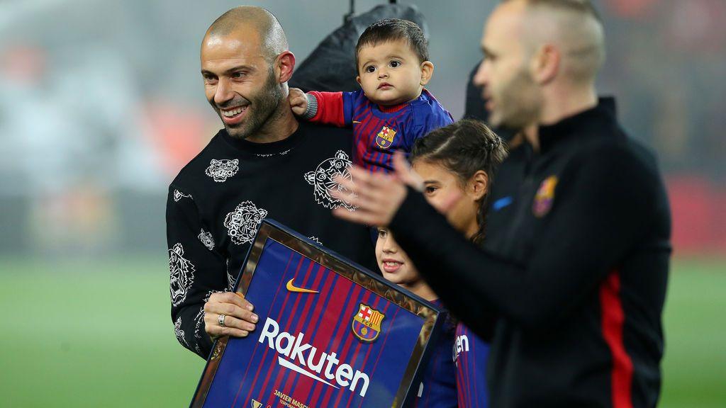 """El Camp Nou se pone en pie para despedir al 'Jefecito': """"Gràcies Masche"""""""