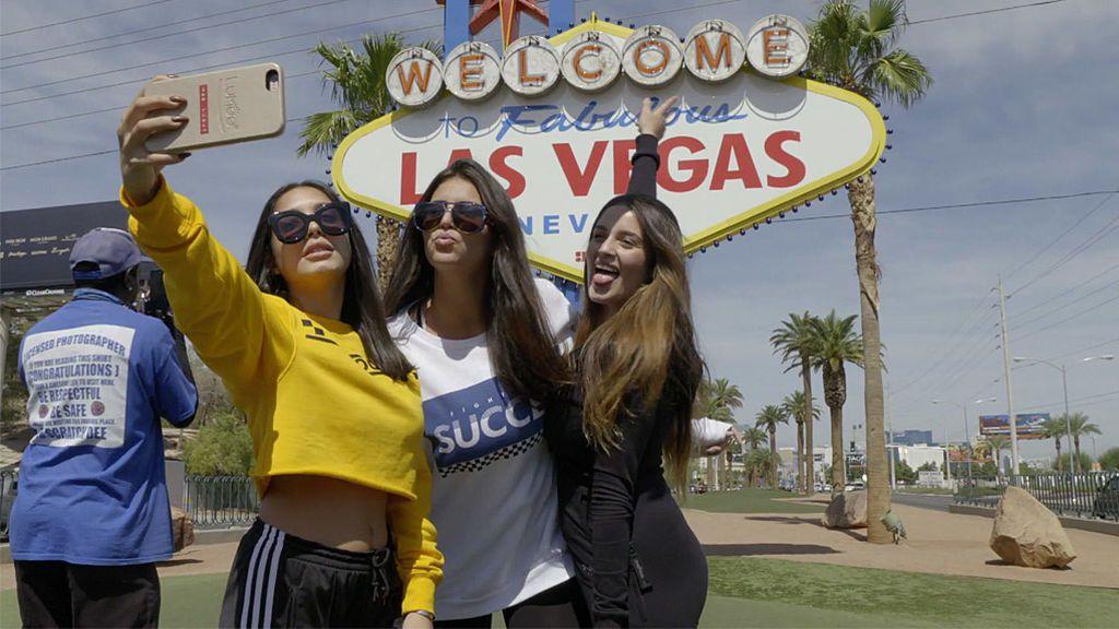 """Las 'Moraleja Girls' se """"colean"""" de todo el mundo para posturear su viaje a Las Vegas"""