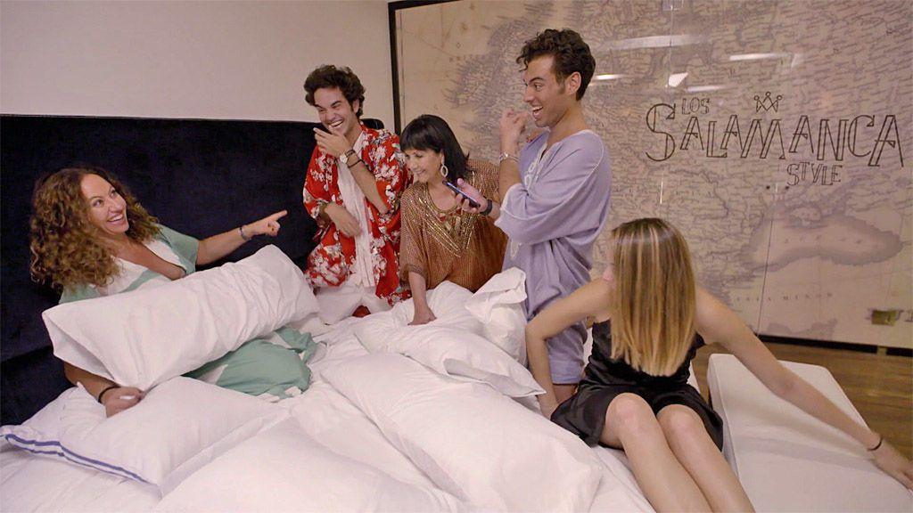 Javi celebra una 'pijama party' con su madre, su abuela y un coctelero a domicilio
