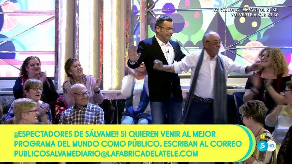 ¡Jorge Javier lo da todo con un señor del público a ritmo de su single 'Amistad imperfecta'!