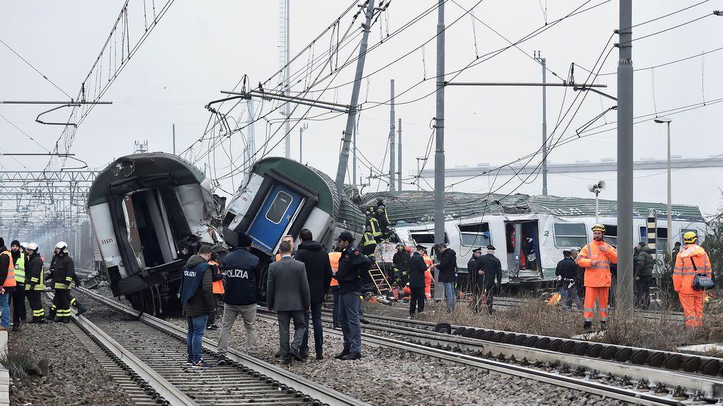 Un tren descarrilla en Milán, Italia