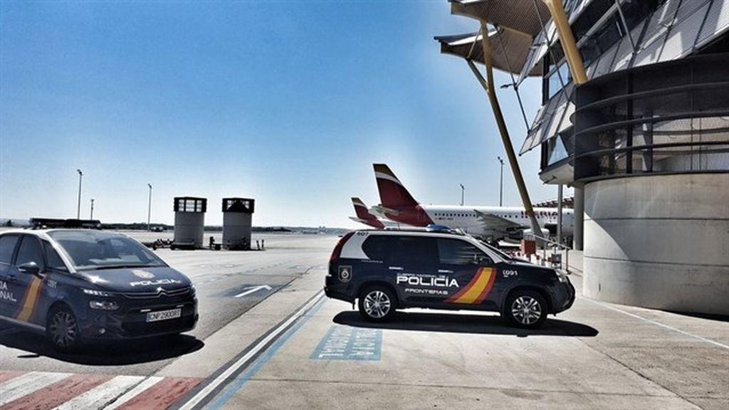 Arrestan a un presunto maltratador dentro de un avión a punto de despegar