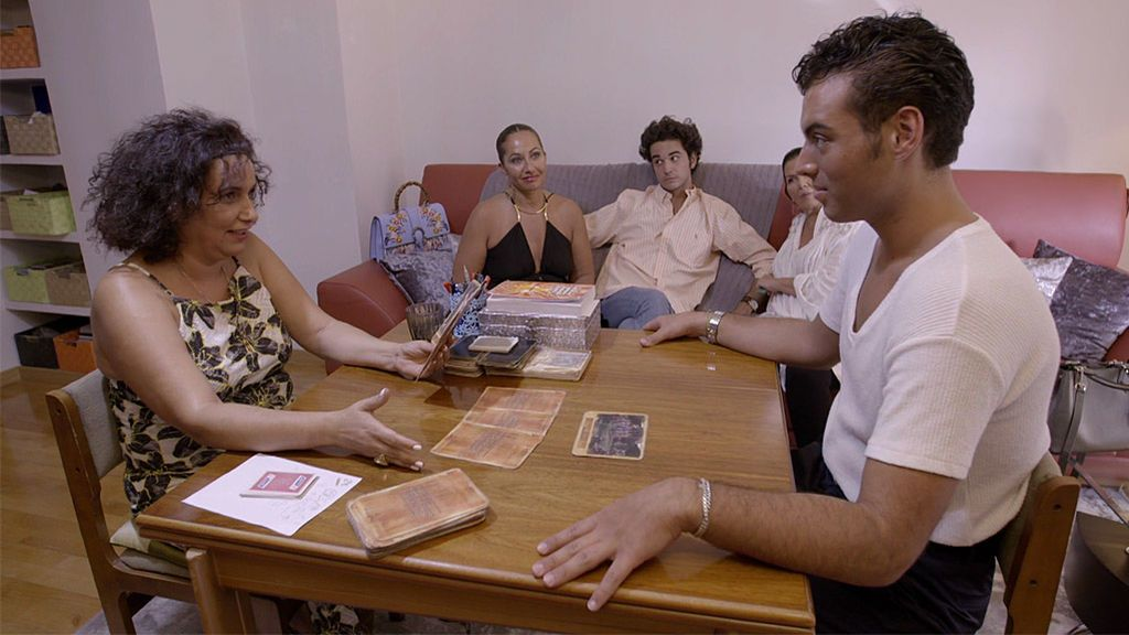 La visita de Javi a su bruja familiar que ha aterrorizado a Fede