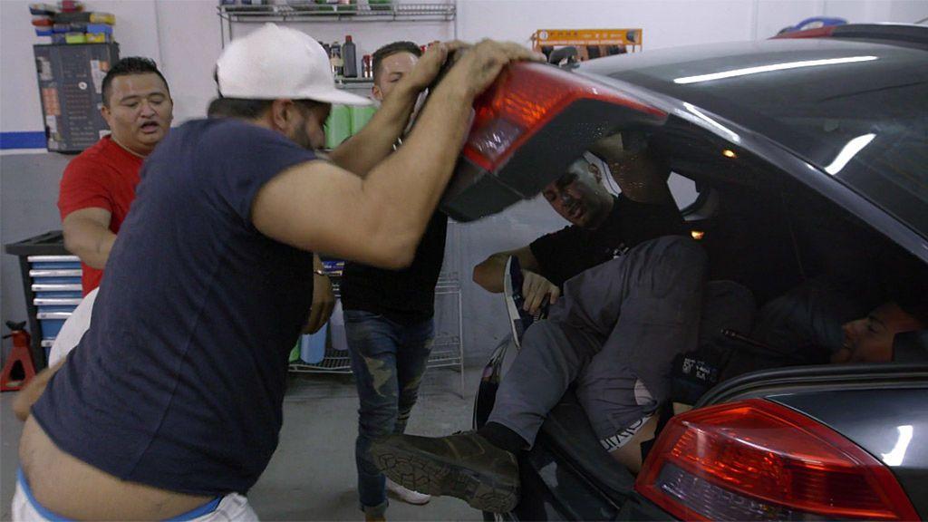 Los 'Burjassot Flow' encierran a dos mecánicos en el maletero de un coche