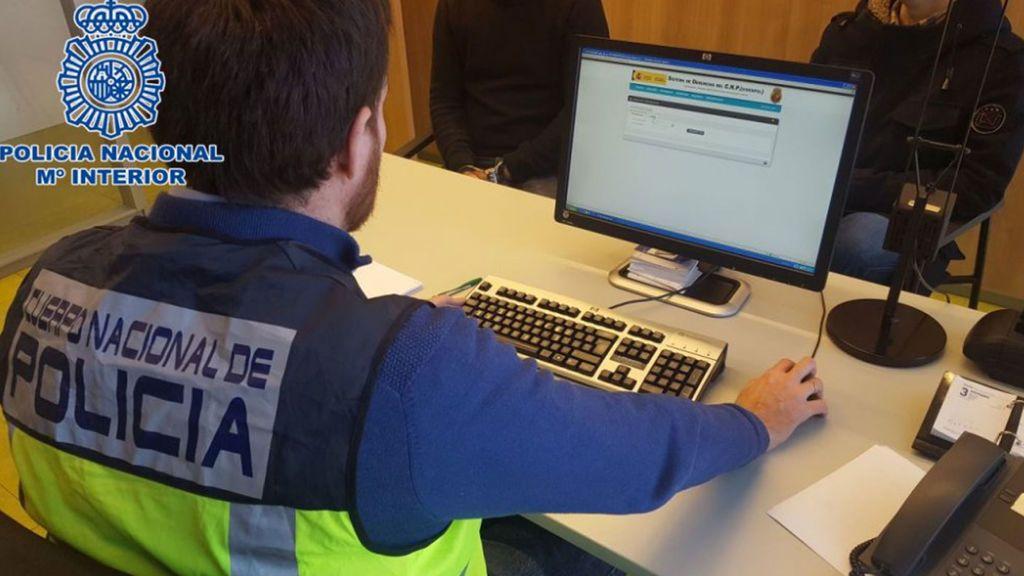 Detienen  en Logroño a cinco menores por compartir en WhatsApp un vídeo de abusos sexuales