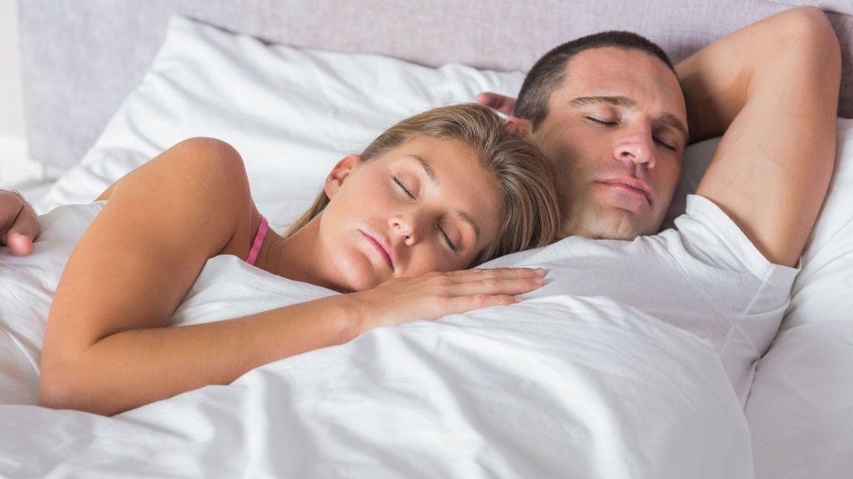 La posición en la que duermes con tu pareja dice mucho sobre vuestras relaciones sexuales