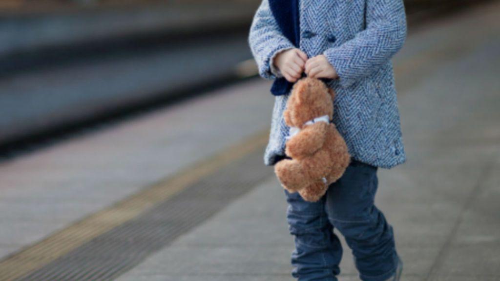 Pierde a su hijo de tres años y no lo busca hasta 14 horas después porque estaba cansada