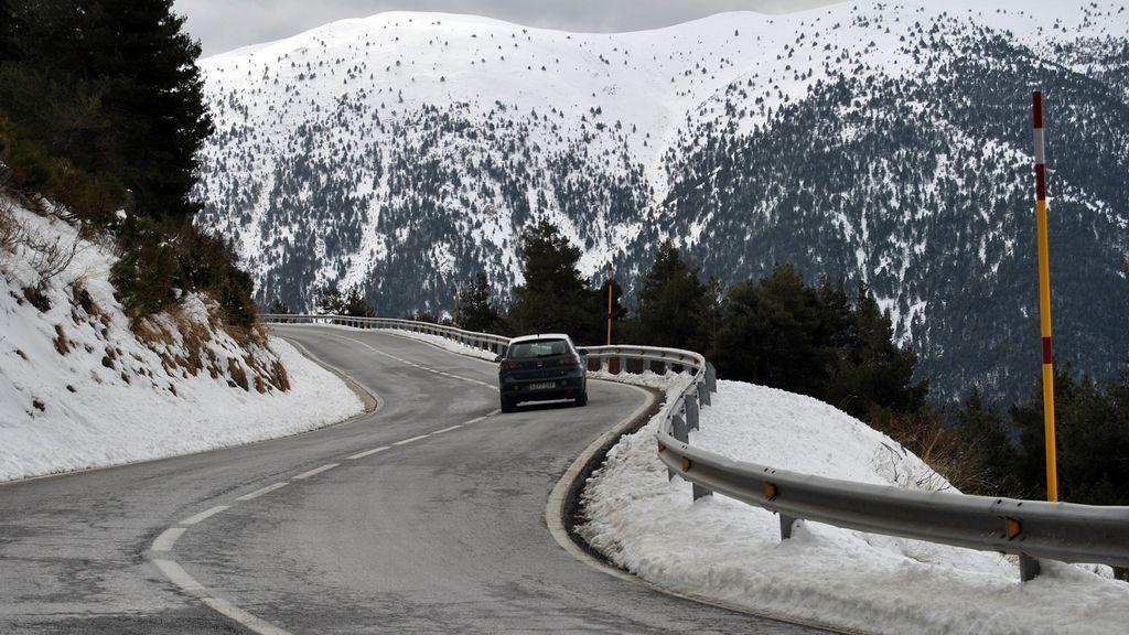 ¿Vas a viajar? La DGT pide que miremos antes las carreteras nevadas