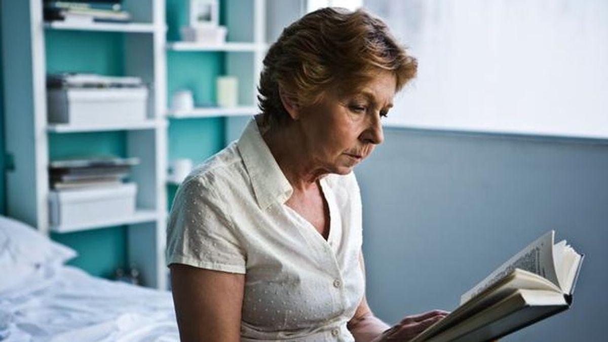Las personas mayores con estudios superiores viven más años con buena salud