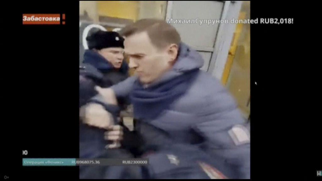El opositor Alexei Navalny, detenido de nuevo tras aparecer en una protesta en Moscú