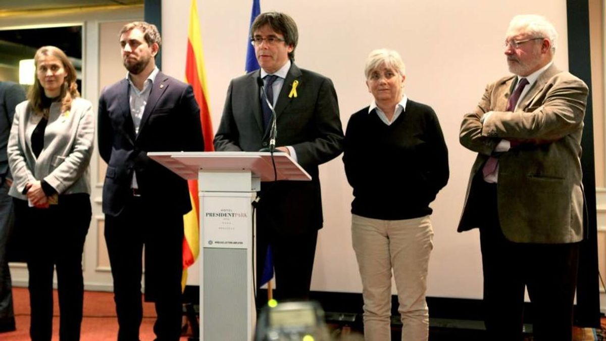 Tres diputados fugados en Bruselas renuncian a su acta como diputados