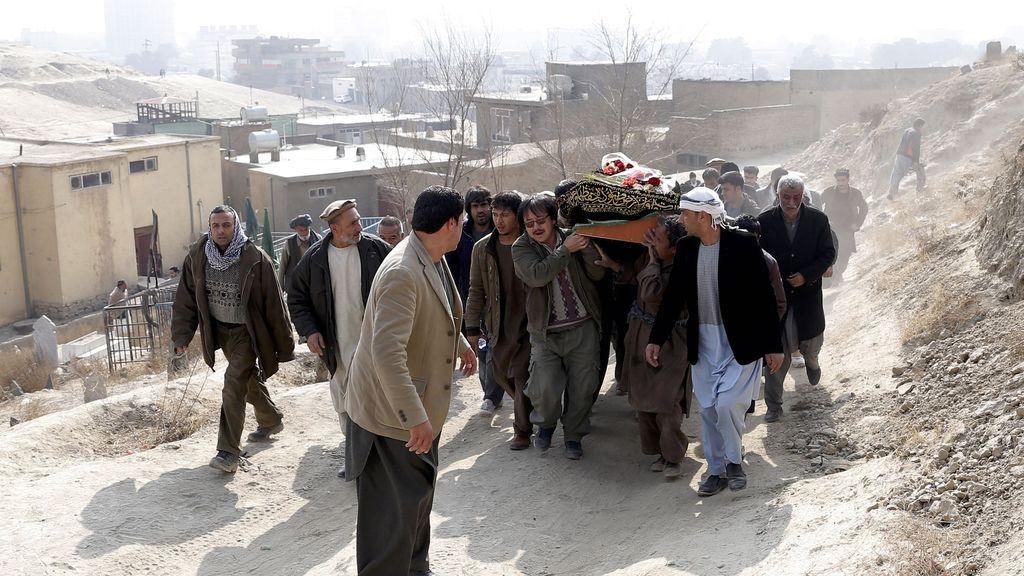 Afganistán declara un día de luto nacional por las víctimas del atentado en Kabul