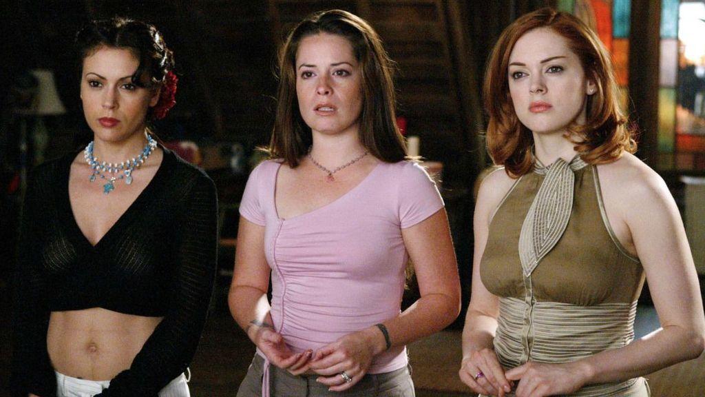 Phoebe (Alyssa Milano), Piper (Holly Marie Combs) y Paige (Rose McGowan), protagonistas de 'Embrujadas'.