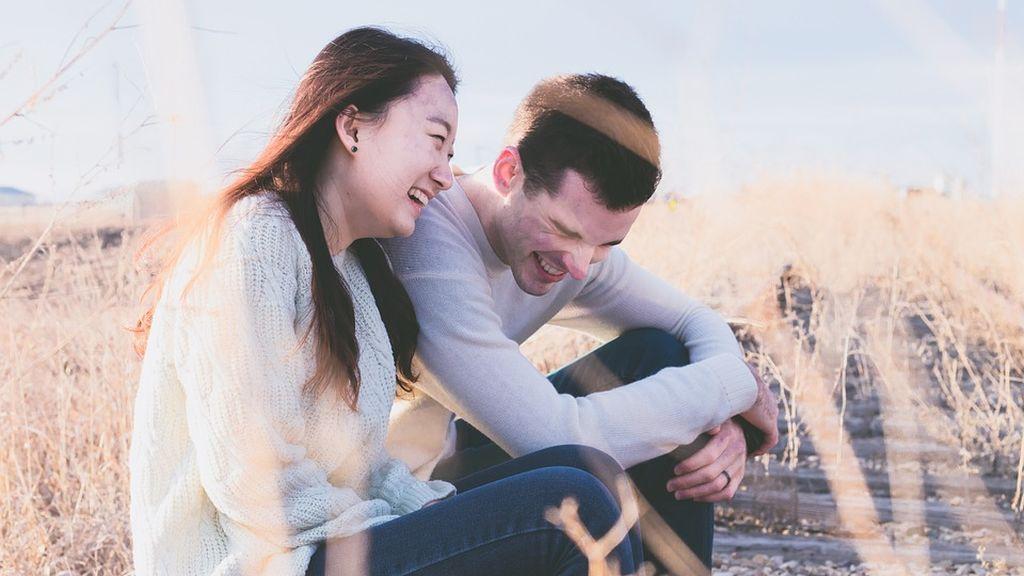 Las personas que se ríen de sí mismas presentan un mayor bienestar psicológico