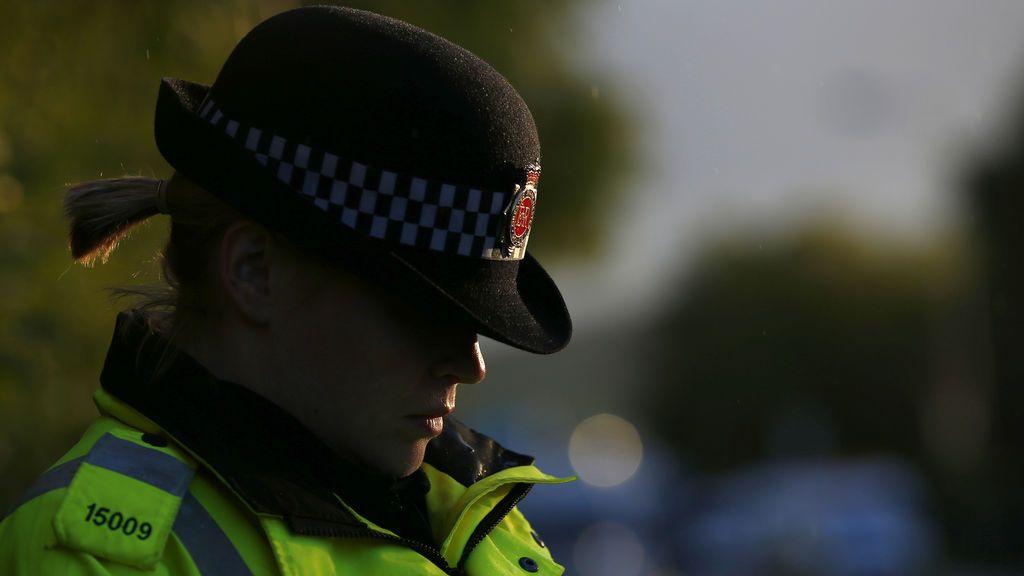 Polémica en Inglaterra por las nuevas medidas de la policía para las agentes con menopausia
