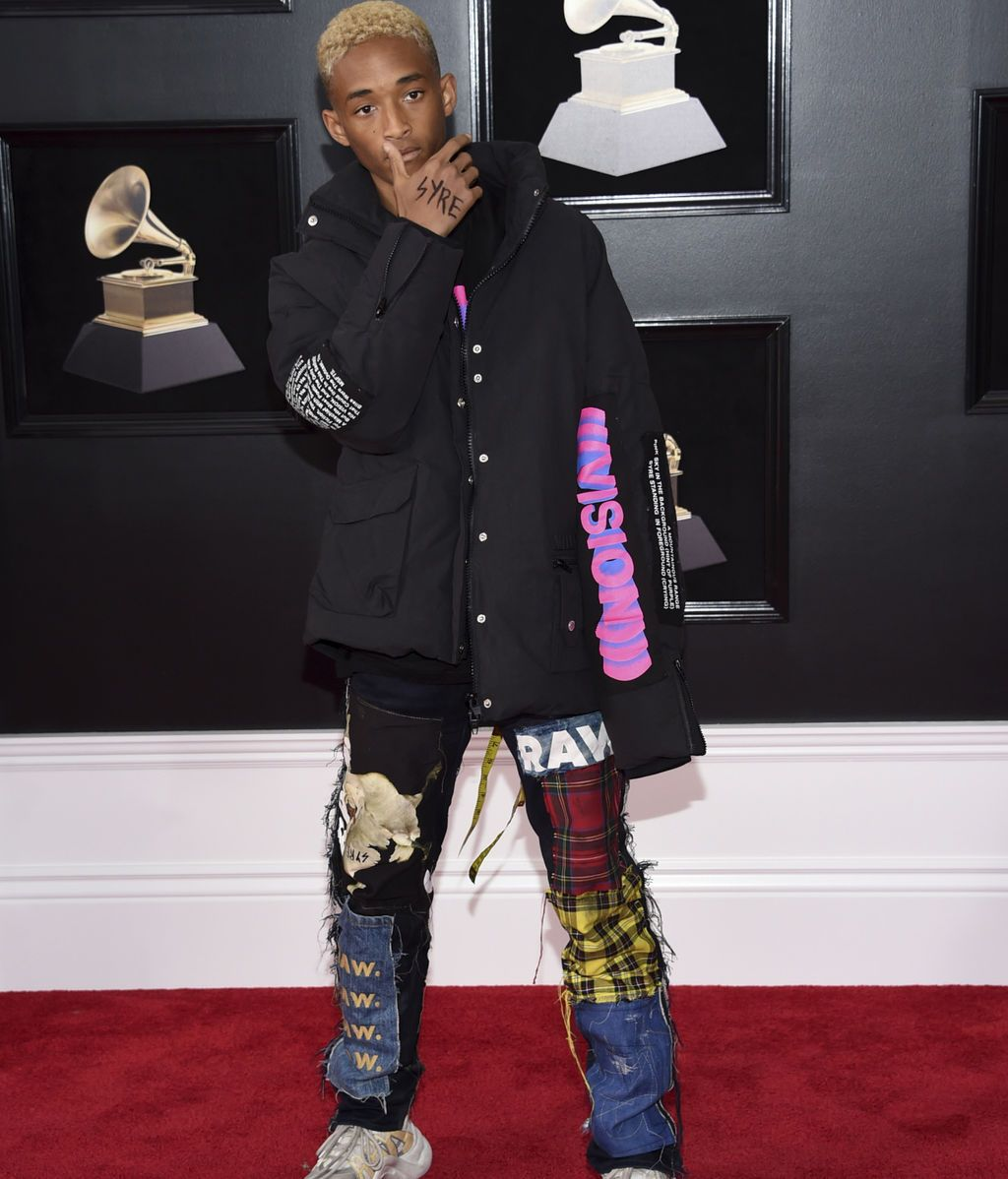 Jaden Smith con pantalón de patchwork