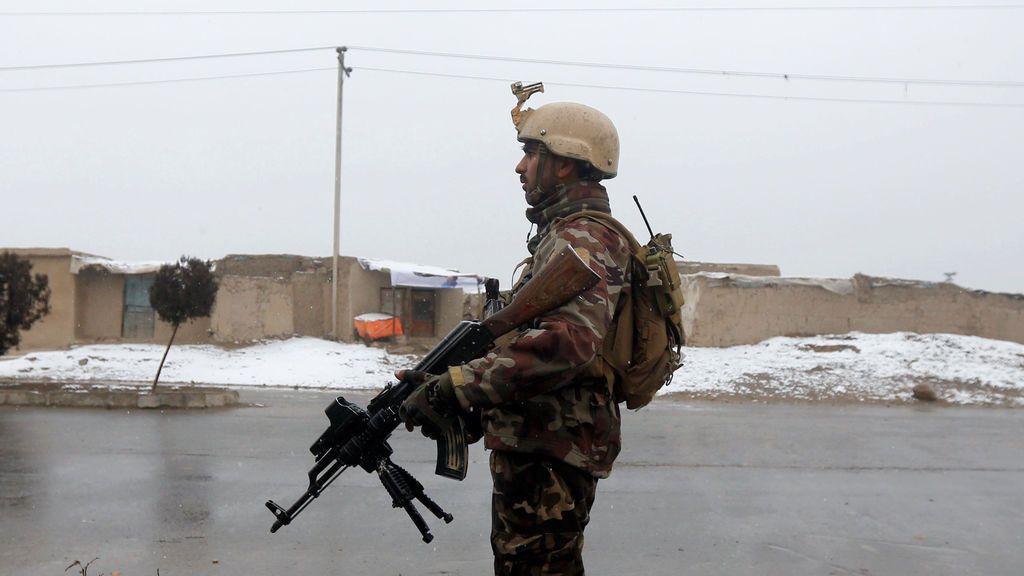Un miembro de la fuerza de seguridad afgana en Kabul, Afganistán