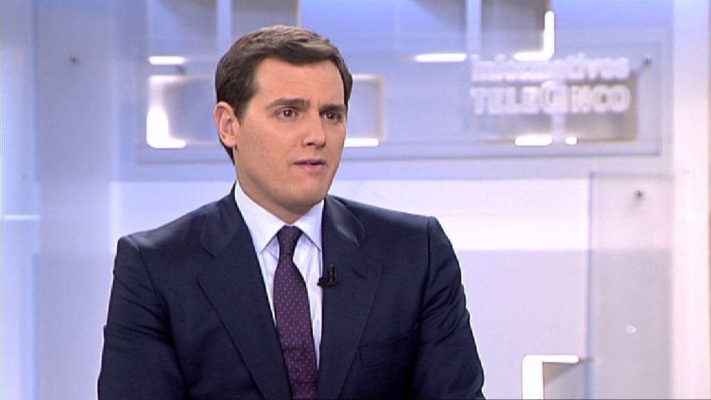 """Albert Rivera acusa a Puigdemont de """"golpista"""" y de anteponer sus """"intereses personales"""" a los de los catalanes"""