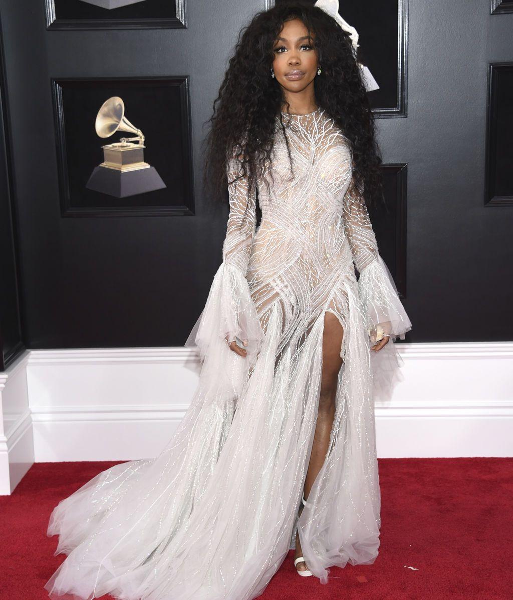 SZA con vestido de Atellier Versace