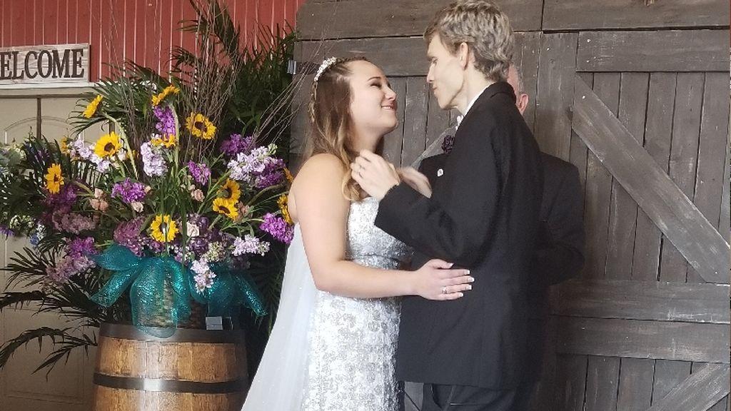 Cumple su último deseo antes de morir: casarse con la novia de su infancia