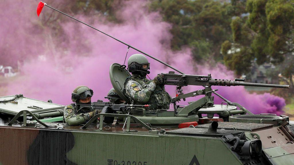 Soldados taiwaneses participan en un simulacro militar