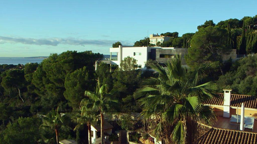 Dos piscinas, en urbanización de lujo y con vistas al mar, así es la casa de 'Lady Diarrea'