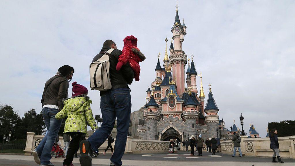 Condenado por estafar a 82 familias ofreciéndoles viajes a Eurodisney desde 150 euros