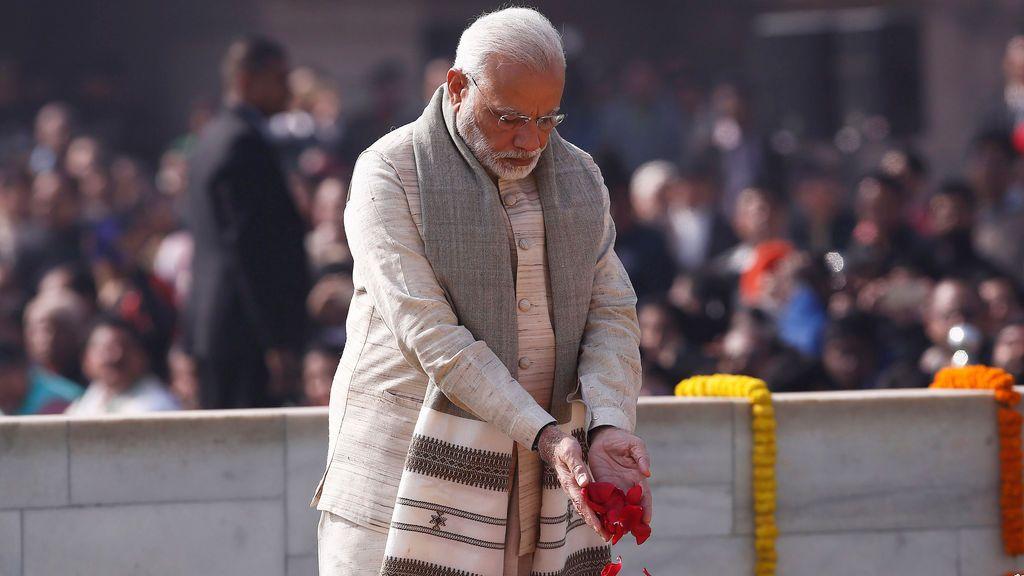 El primer ministro de la India rinde homenaje en el monumento a Mahatma Gandhi
