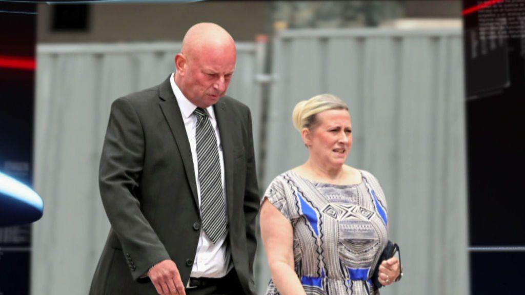 Hablamos con el entorno de Paul Roberts y Deborah Briton, en la cárcel por estafa