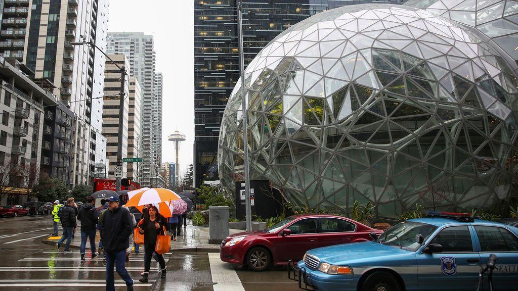 Las esferas de Amazon desde Lenora Street, en la sede central de la compañía