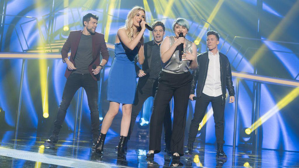 Los exconcursantes de 'OT' interpretaron 'Vivo cantando'.