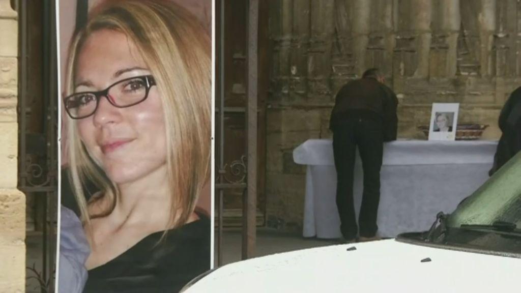 Conmoción en Francia: llora durante meses la muerte de su esposa y ahora confiesa que él la asesinó