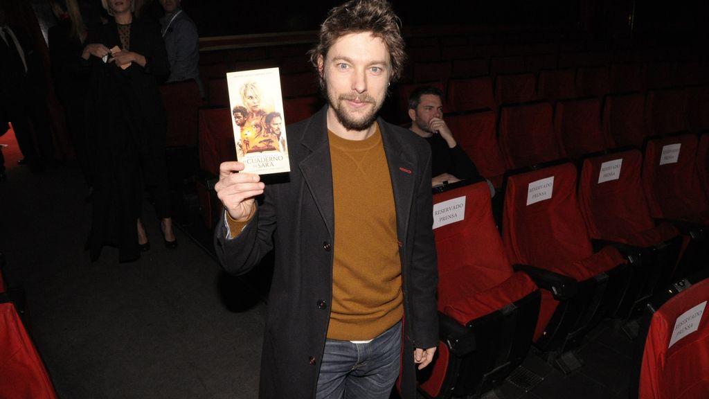 """Jan Cornet llegando al cine Capitol, donde se estrenó """"El cuaderno de Sara"""""""
