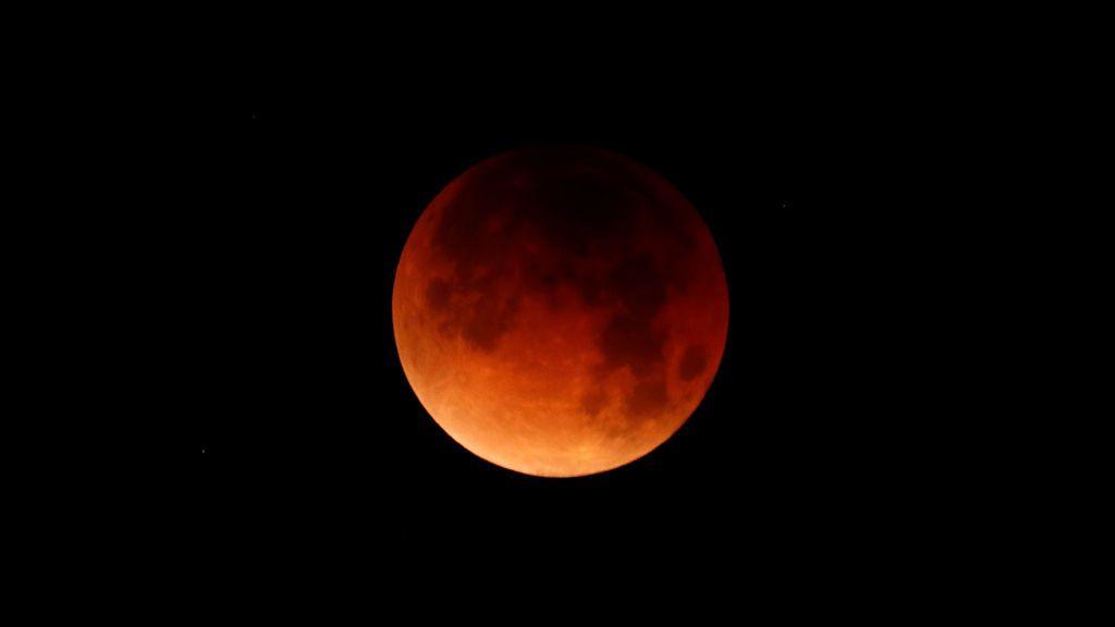 Primeras fotos del eclipse lunar y la superluna azul de sangre