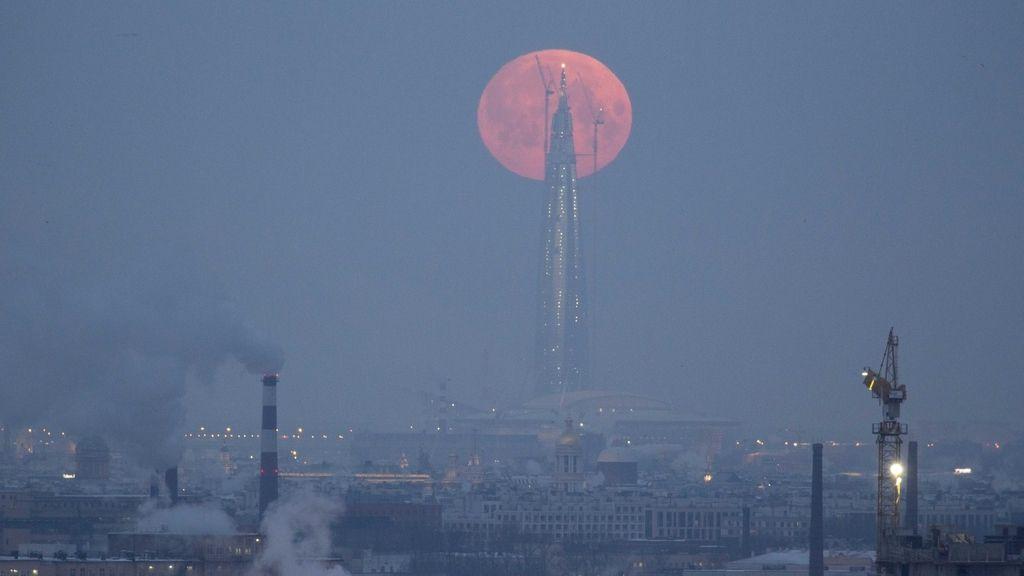 Las primeras fotos del eclipse lunar de la superluna azul de sangre