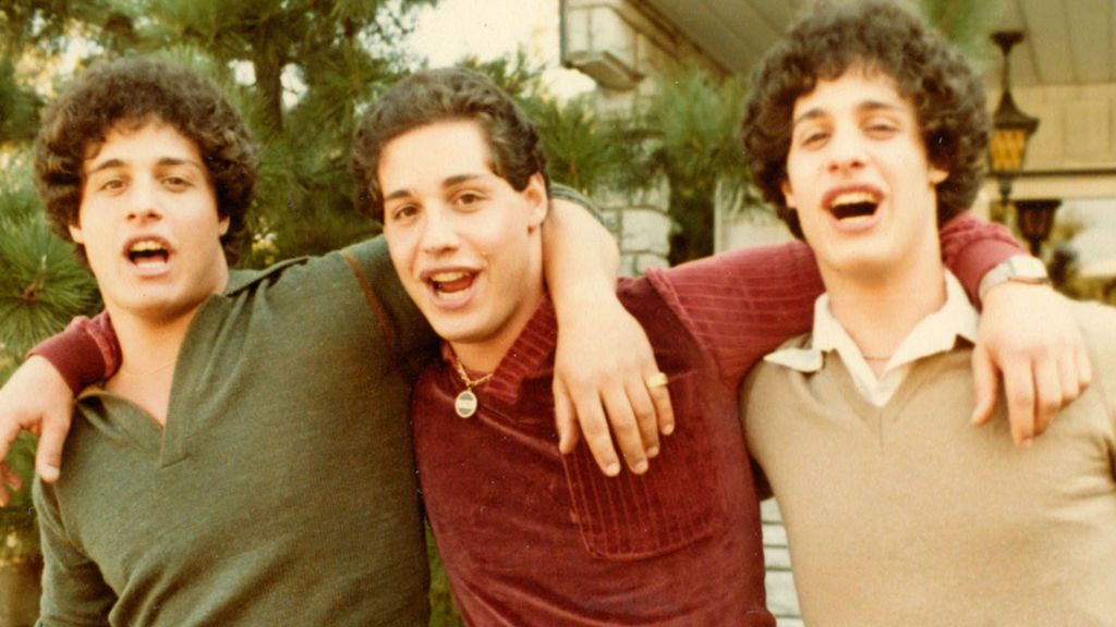 Tres hermanos trillizos fueron separados al nacer para un experimento social
