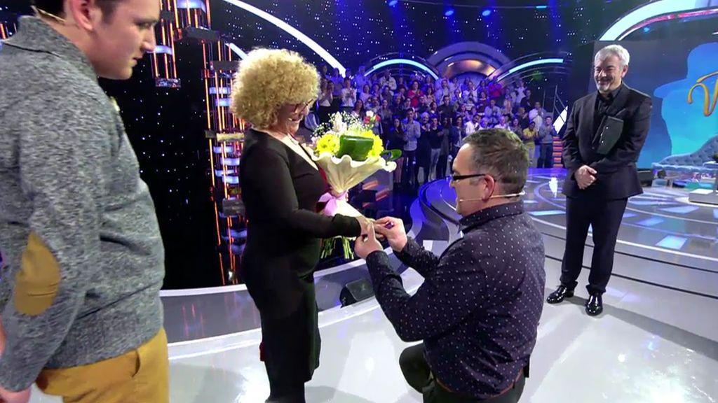 Miguel Ángel casi no puede articular palabra de la emoción pero… ¡le pide matrimonio a Reyes!