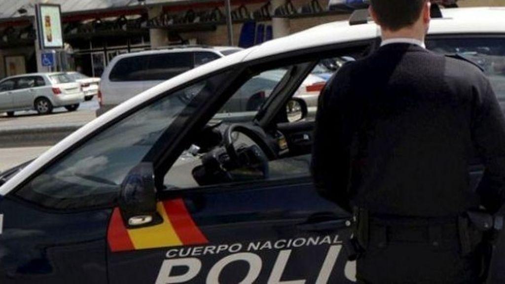 """Un hombre detenido en Valencia por echar salfumán a la cara de un médico: """"Asesino, has matado a mi hijo"""""""