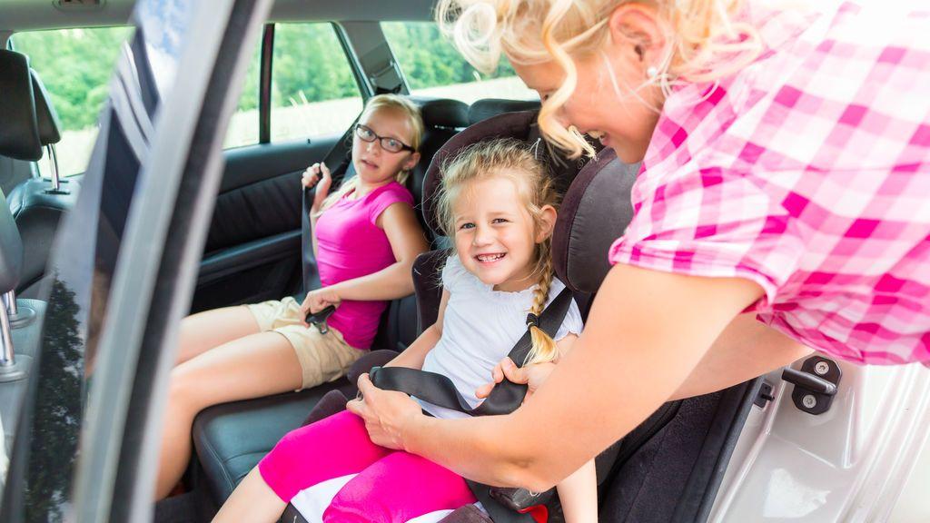 Más de la mitad de los padres ponen en peligro a sus hijos mientras conducen