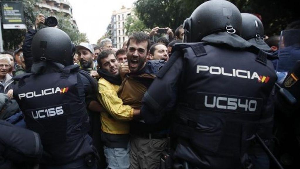 El Ayuntamiento de Barcelona se persona en las 27 causas abiertas por el 1-O en la ciudad