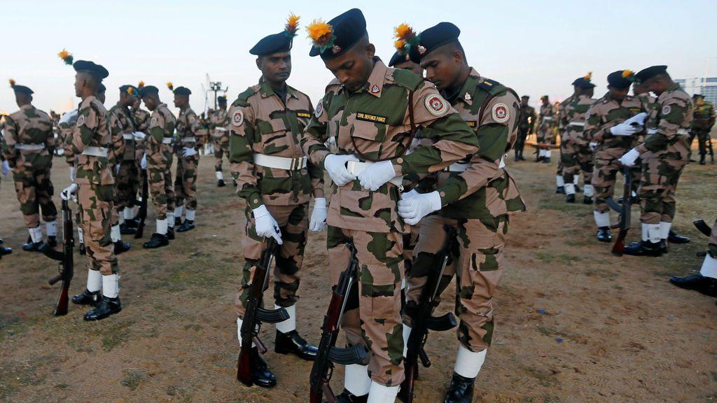 Miembros de la Fuerza de Defensa Civil de Sri Lanka