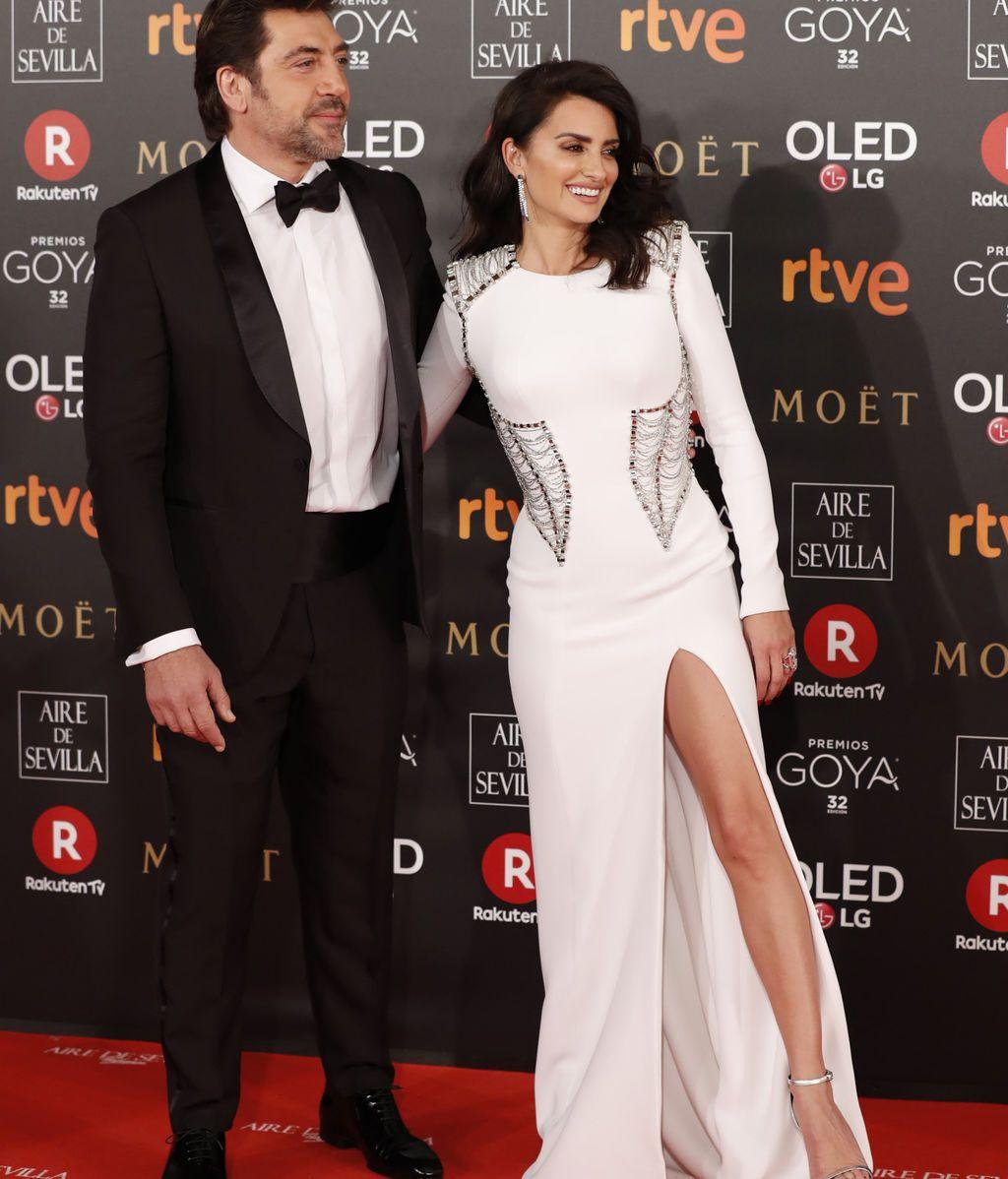 Penelope Cruz y Javier Bardem, ella vestida de Versace