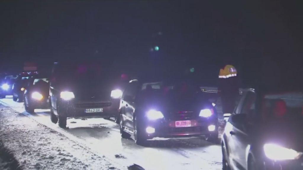 Cientos de vehículos atrapados durante la noche en el Túnel del Cadí