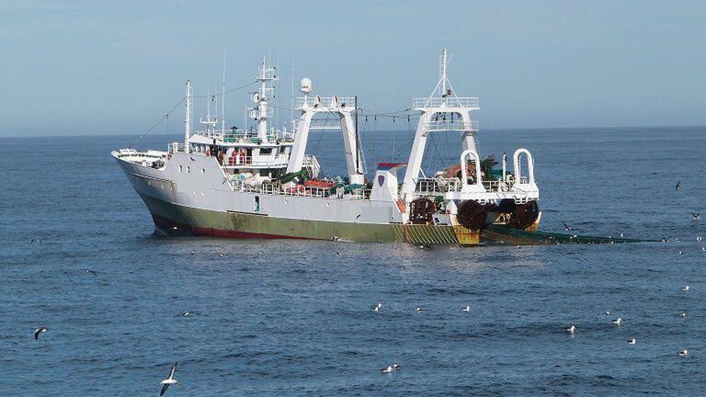 """La guardia costera argentina detiene a un pesquero español por pescar """"ilegalmente"""" en sus aguas"""